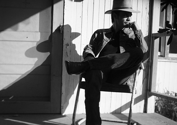raylan bw porch in chair