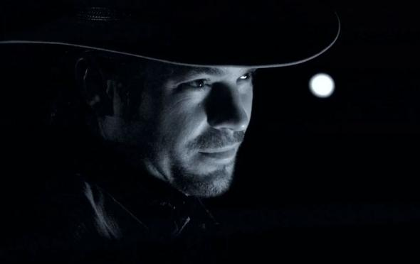 raylan moon behind him
