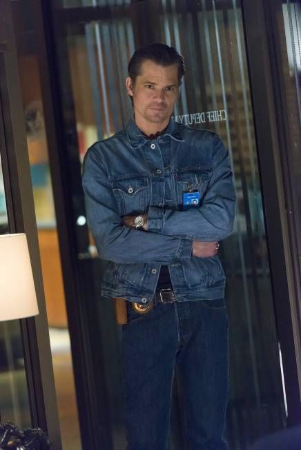 justified weight raylan